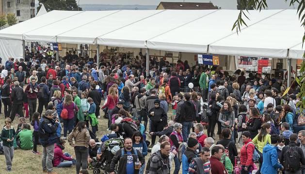 Miles de personas participan en la fiesta que se celebra este domingo en la localidad navarra