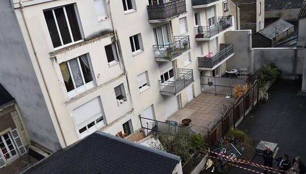 En su caída, la estructura arrastró otros balcones de pisos inferiores.
