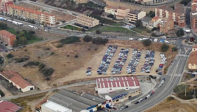 Vista aérea de los aparcamientos en Viana.