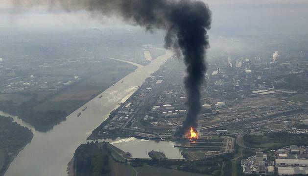 Vista aérea del incendio en la planta química de la compañía Basf en Ludwigshafen, Alemania