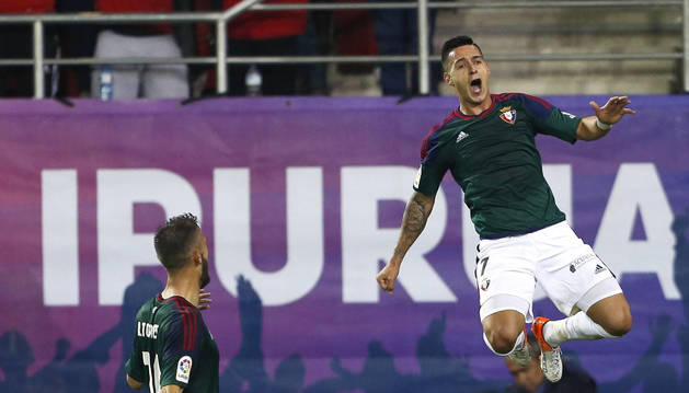 Sergio León celebra su primer gol en el partido de este lunes.