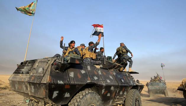 Las fuerzas iraquíes desplegándose al sur de Mosul, en su intento de recuperar la ciudad.