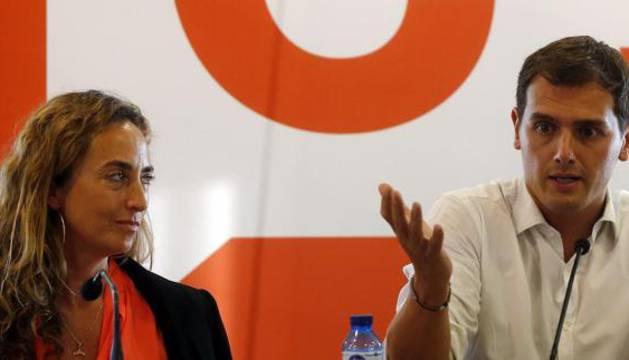 El presidente de Ciudadanos, Albert Rivera, acompañado por Carolina Punset.