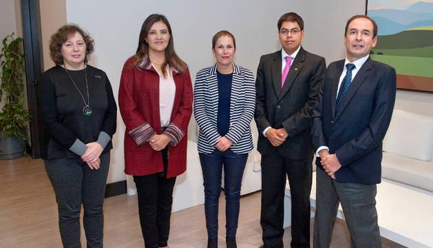 Imagen de Barkos y la gobernadora de Arequipa