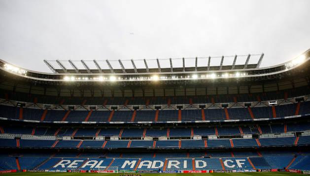Imagen de las gradas del Santiago Bernabéu que hoy albergarán hinchas del Legia polaco