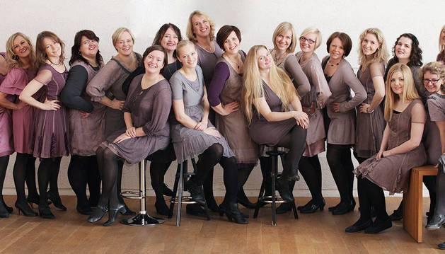 Foto del coro Ensemble Ylajali Bodo, grupo de Noruega formado por cantoras experimentadas que interpretan jazz, música popular, además de música vocal contemporánea.