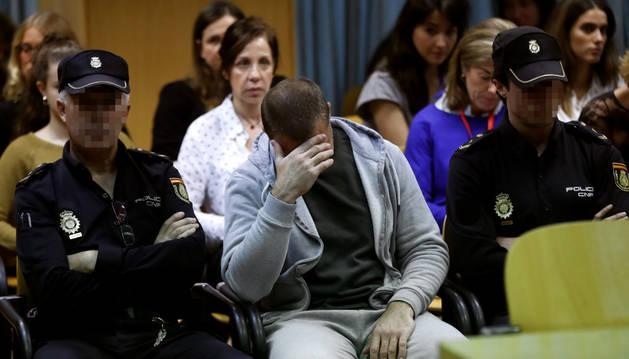 Antonio Ortiz, el presunto pederasta de Ciudad Lineal, al inicio del juicio contra él este martes en la Audiencia Provincial de Madrid