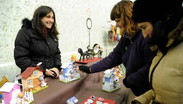 Los puestos de artesanía que en febrero estaban en el frontón de Escolapios saldrán a la plaza.