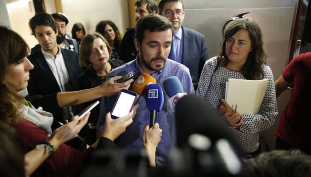 El portavoz adjunto de Unidos Podemos, Alberto Garzón (c).