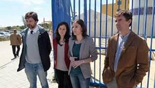 Imagen de los diputados de Podemos en el CIE de Aluche