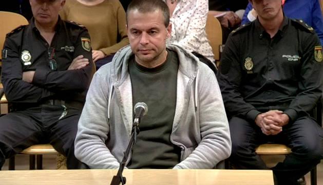 Antonio Ortiz, el presunto pederasta de Ciudad Lineal, al inicio del juicio contra él acusado de secuestrar y abusar sexualmente de cuatro niñas.