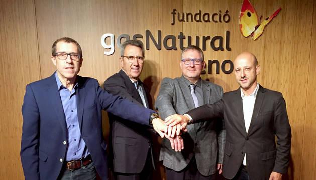 foto de Martí Solà, director general de la Fundación Gas Natural Fenosa, con representantes de IEBS y tthegap