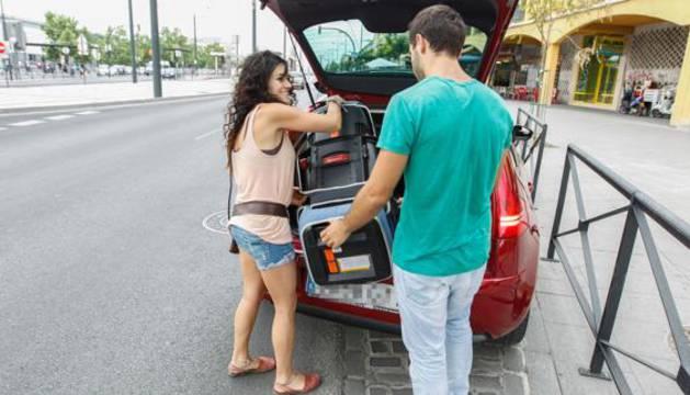 Usuarios de Blablacar, compartiendo un coche.