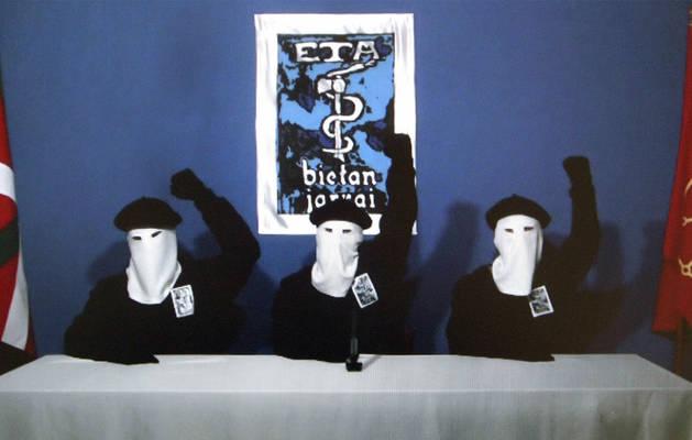 Imagen del vídeo en el que ETA anunció, hace cinco años, el cese definitivo de la violencia.