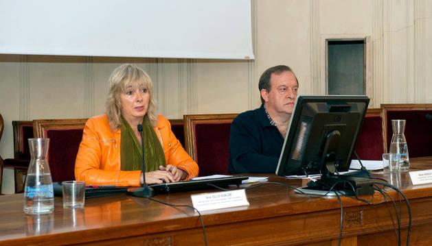 La consejera Ana Ollo y Mikel Arregi, de Euskarabidea, han presentado el Plan estratégico del euskera.