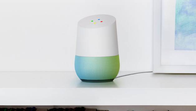 Con Google Home, cuando el usuario requiere algo, como poner en marcha Netflix, Spotify o cualquier otro servicio, basta con que abra la boca y lo pida.