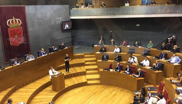 La presidenta del Gobierno de Navarra, Uxue Barkos, durante su intervención en el debate.