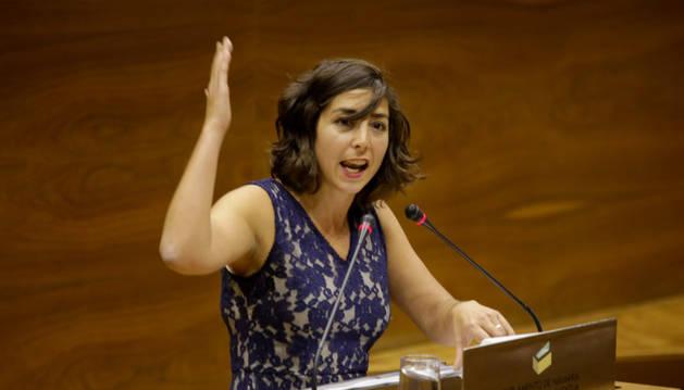 Foto de la portavoz parlamentaria de Podemos, Laura Pérez, en el debate del estado de la Comunidad.