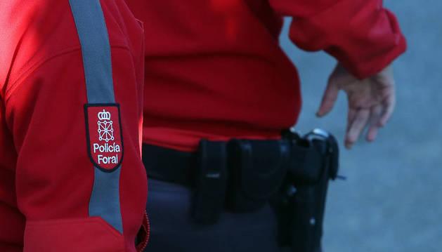 Foto de los agentes de la Policía Foral, durante un servicio en Sangüesa.