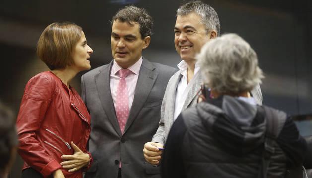 Los socialistas María Chivite, Guzmán Garmendia y Santos Cerdan, en el hemiciclo del Parlamento esta semana.