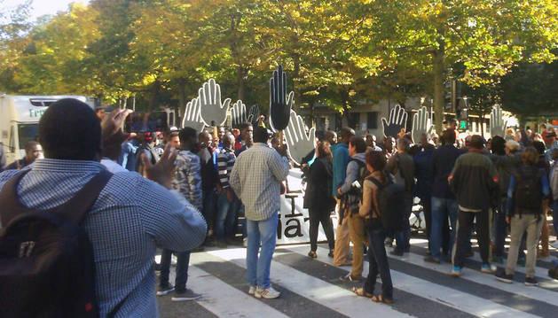 Un momento de la manifestación, a su paso por el Paseo de Sarasate.