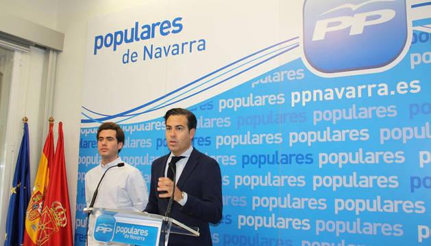 Pablo Zalba, presidente de la Gestora del PPN, y Álvaro Sobejano, presidente de Nuevas Generaciones de Navarra.
