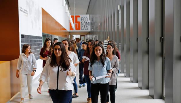 Alumnos de la Universidad de Navarra al inicio del curso pasado.