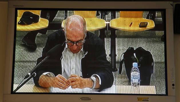 Monitor de la sala de prensa de la Audiencia Nacional con la declaración del presunto contable de la trama Gürtel, José Luis Izquierdo.