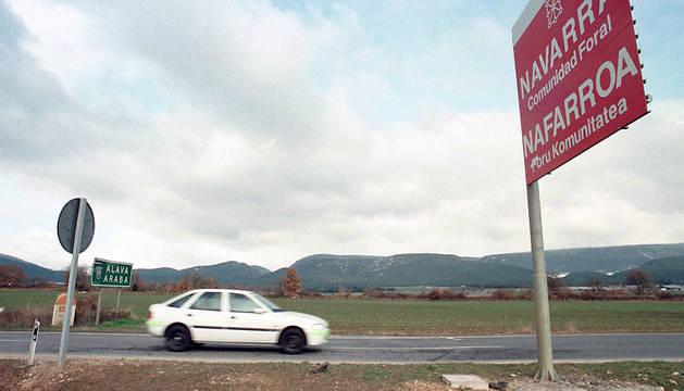 Cartel de entrada en Navarra en la carretera que une Navarra y Álava, en Zúñiga.
