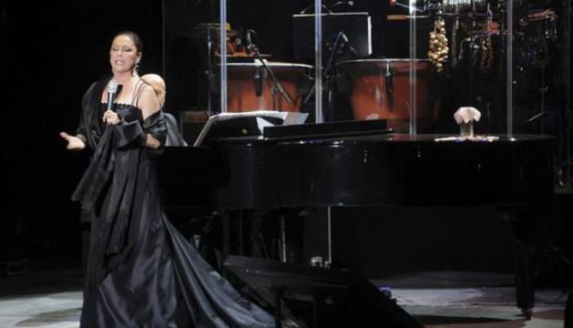 La cantante Isabel Pantoja, durante un concierto.