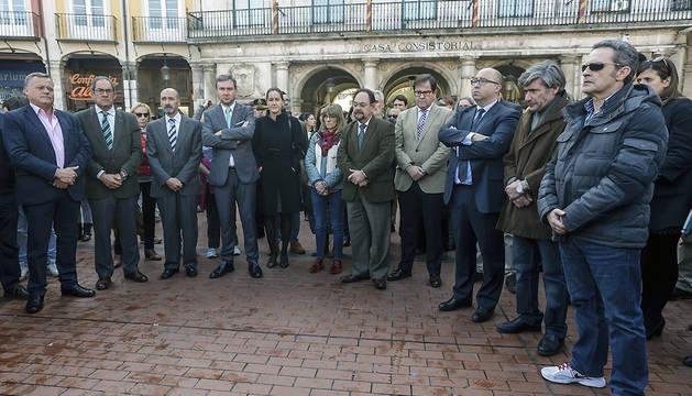 Concentración silenciosa frente a la Casa Consistorial de Burgos.