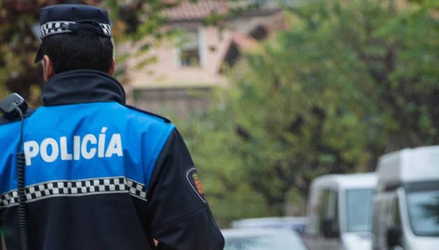 Foto de un agente de la Policía Municipal de Tudela.