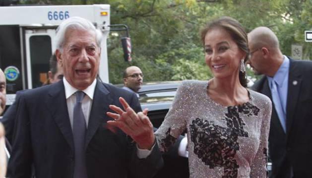 Vargas Llosa dice que su vida amorosa «es una experiencia maravillosa»