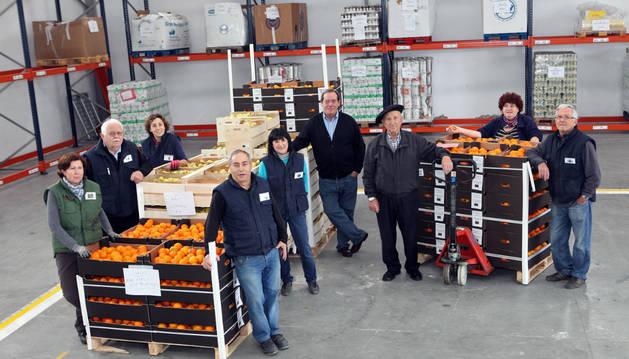Foto de los voluntarios del Banco de Alimentos de Navarra en Tudela, en las instalaciones de la entidad.