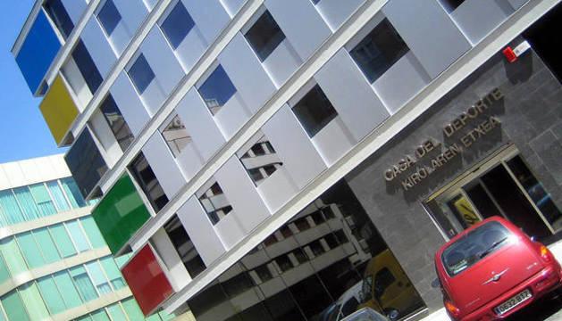 Fachada del Instituto navarro de Deporte y Juventud.