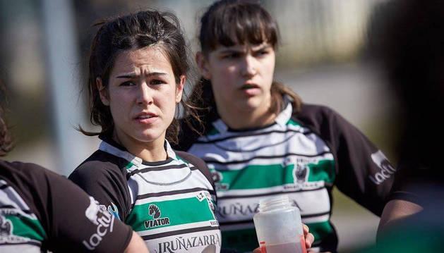 Foto de la jugadora navarra Maitane Salinas, con la Única en un encuentro, formará parte de la selección.
