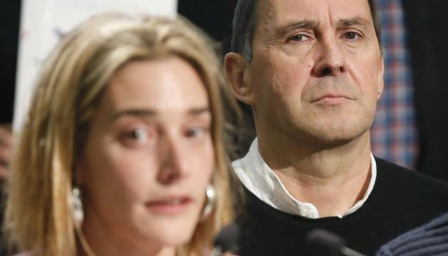 Arnaldo Otegi será el secretario general de Sortu a partir de enero, ya que lidera la única candidatura que se ha presentado para la dirección. A su lado, Miren Zabaleta, futura responsable política en Navarra.