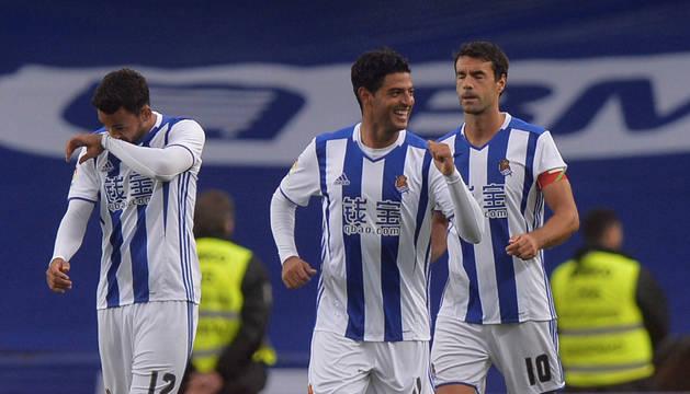 Vela celebra el primer gol de la Real.