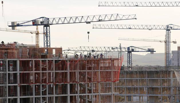 Imagen de la construcción de una promoción de viviendas.