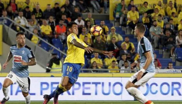Sergio Araújo, de amarillo, en el reciente partido contra el Eibar.