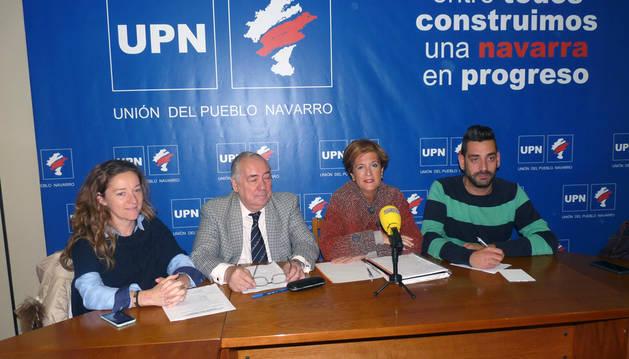 Menchu Jiménez, Javier Del Cazo, Begoña Ganuza y Javier López en la sede de UPN de Estella.