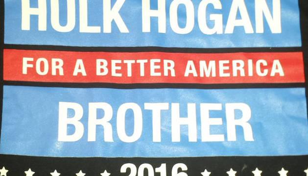 Camiseta de Hulk Hogan en apoyo a Trump.