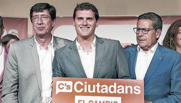 Foto de Miguel García, en la derecha de la imagen.