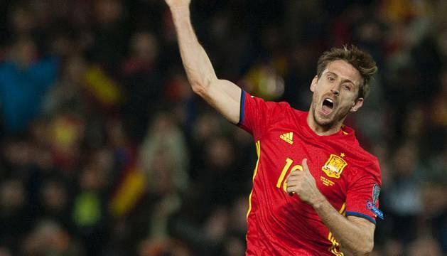 Nacho Monreal celebra su primer gol con la selección.