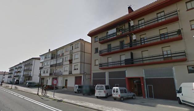 Bloques de viviendas en la entrada de Urdiain.