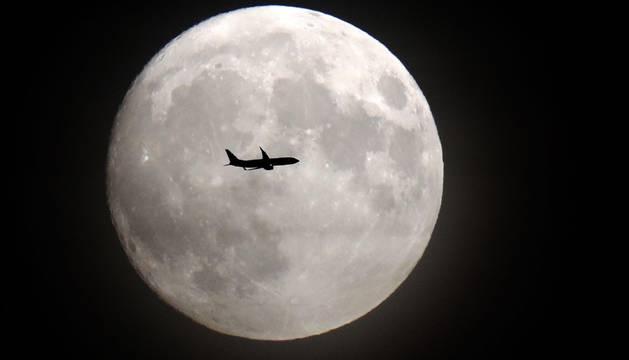 Este lunes se puede ver la luna llena más cercana a la Tierra y, por tanto, más grande de los últimos 70 años. Así, no llegará a verse una luna con características similares hasta el 25 de noviembre de 2034.