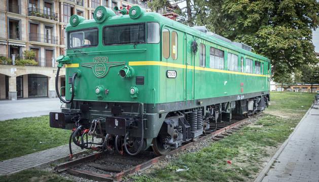 La locomotora, símbolo del esplendor ferroviario en la villa, de Baratzako Bide.