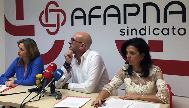Yolanda Erro, Juan Carlos Laboreo y Esmeralda Landa, durante la rueda de prensa.