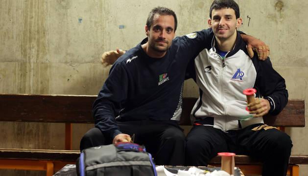 Oinatz Bengoetxea y Jokin Altuna tuvieron tiempo de posar juntos en el Ogueta entre el entrenamiento de uno y el del otro.