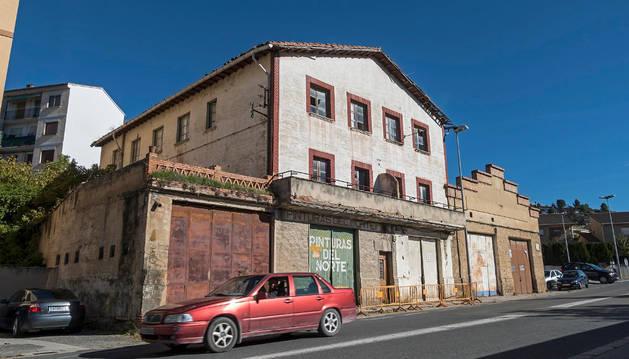 Imagen de algunas de las edificaciones de la zona de Zaldu que se demolerán en esta primera fase.